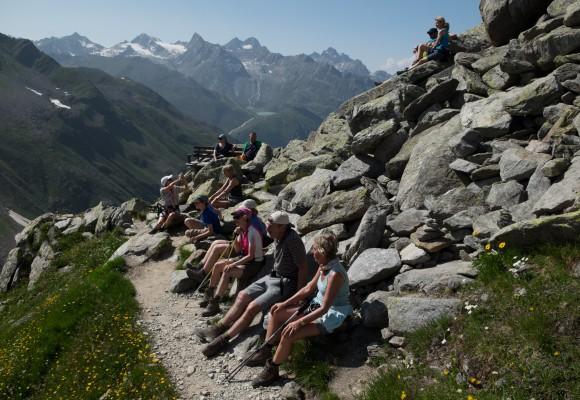 Alpine und urige Hütte auf der Alpenüberquerung