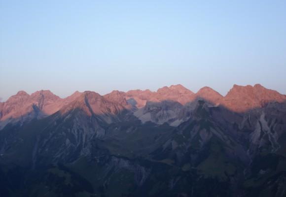 Die sanfte Landschaft erstreckt sich im Karwendel.