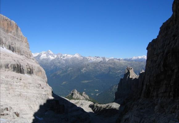 Imposante Gipfel am Klettersteig Brenta.