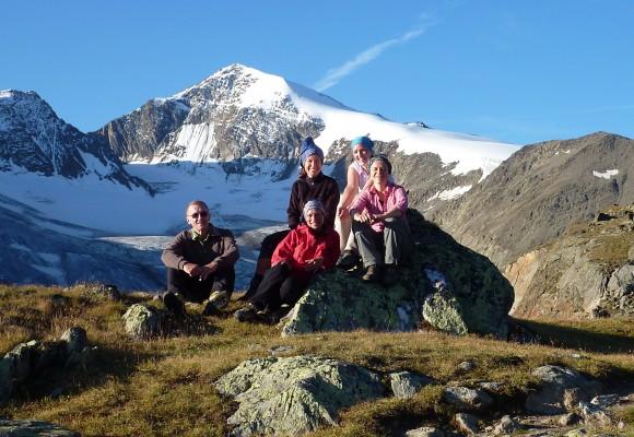 Die Bergsteiger gehen auf der Ötztaler Rundtour als Seilschaft.