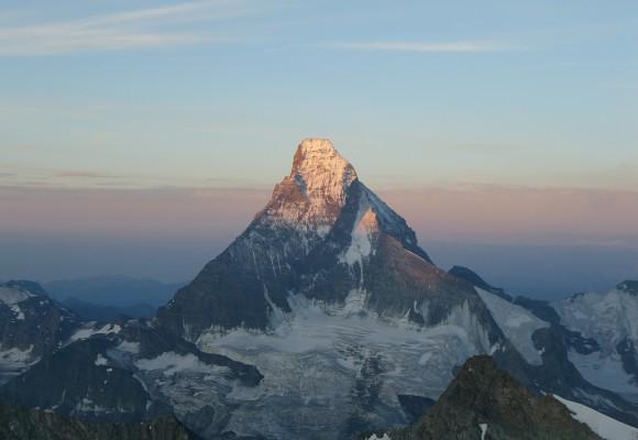 Bergsteiger auf ihrer Tour am Fels.