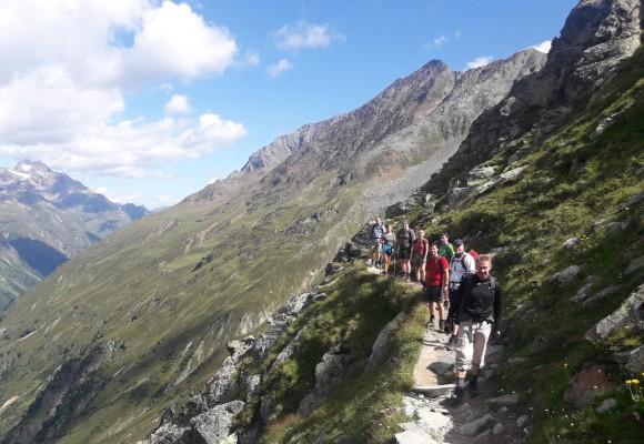 Ein Fuß nach dem anderen auf dem Weg über die Alpen